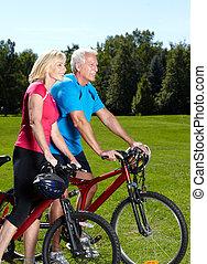 sênior, cyclist., par, feliz