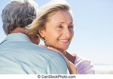 sênior, dela, abraçando, sócio, mulher