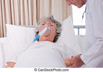 sênior, doutor, com, seu, doente, paciente