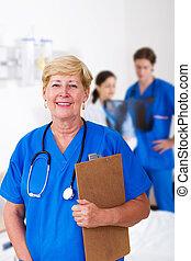 sênior, enfermeira