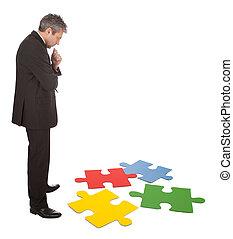 sênior, homem negócios, montagem, um, quebra-cabeça