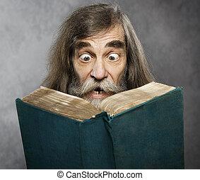 sênior, homem velho, ler, livro, espantoso, rosto, loucos,...
