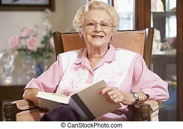sênior, livro, leitura, mulher