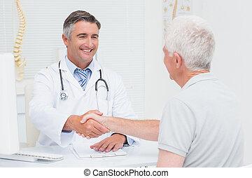 sênior, mãos, doutor, paciente, agitação