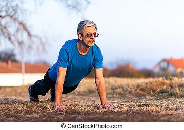 sênior, malhação, ao ar livre, pushups