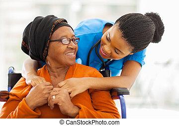 sênior, paciente, enfermeira, africano feminino