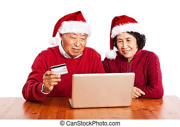 sênior, par asiático, fazendo compras online, natal celebrando