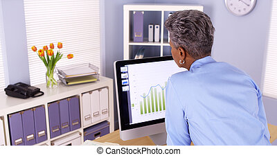 sênior, pretas, mulher negócio, trabalhar, dela, computador