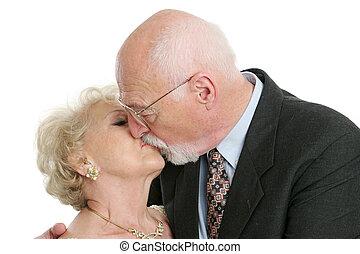 sênior, romanticos, beijo