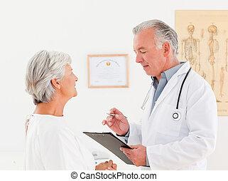 sênior, seu, falando, doutor, doente, paciente