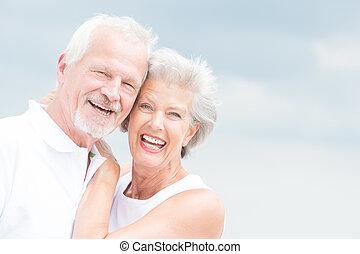 sênior, sorrindo, par