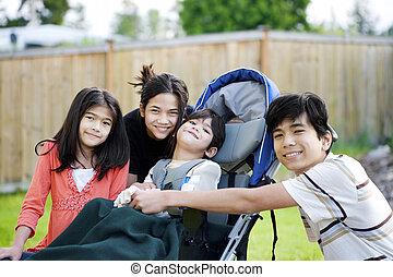 sílla de ruedas, tres, incapacitado, circundante, niño, niños pequeños