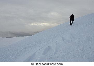 só, fotógrafo, com, tripé, fazer, inverno, trekking, ligado, gimba