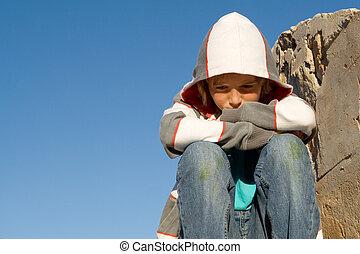 só, sentando, triste, , infeliz, criança, sozinha, afligindo
