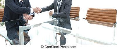 sócios negócio, apertar as mãos, após, discutir, a, contrato