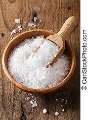 sól, morze, drewniana szufelka, puchar