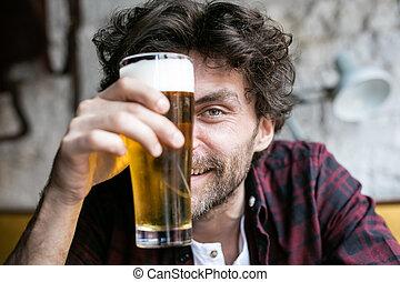 sör, férfiak, birtoklás, kocsma