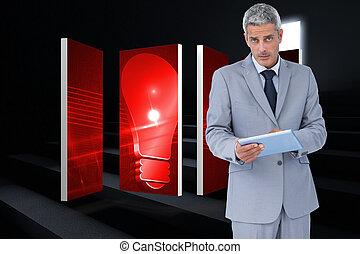 sötétség, tabletta, fény, használ, súlyos, ellen, látszó, számítógép, fényképezőgép, lépések, ólmozás, üzletember