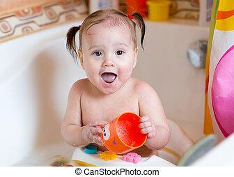 söt, baby flicka, tvagning, in, badrum