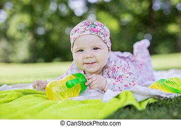 söt, sommar, parkera, vatten buteljera, baby flicka