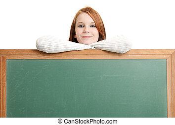 söt, tonåring, med, tom, chalkboard