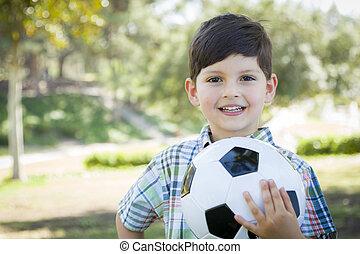 söt, ung pojke, leka, med, fotboll bal, i park