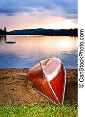 sø, solnedgang, hos, kano, på, strand