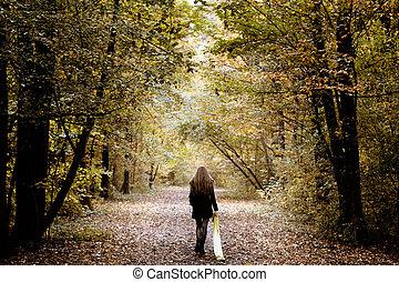 sørgelig kvinde, gå, alene, ind, den, træer