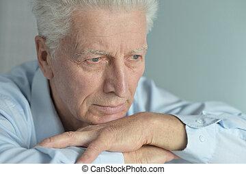 sørgelige, senior mand