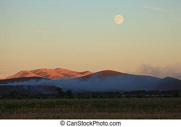súper, luna, alrededor, el, colinas
