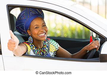 südafrikanisch, frau, geben, daumen, innenseite, sie, auto