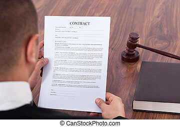 sędzia, czytanie, pokój sędziów, kontrakt