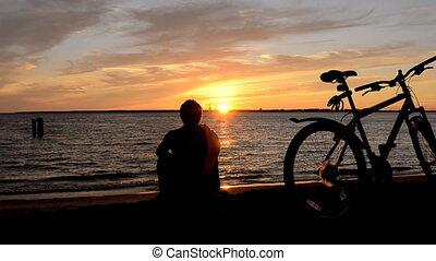 słońce, człowiek, rower, brzeg