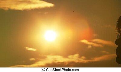 słońce, dotyka, głowa, człowiek