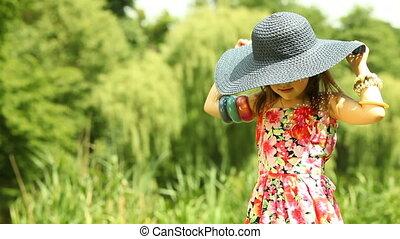 słoma, kładzenie, dziecko, dziewczyna, kapelusz, koźlę