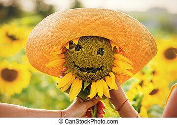 słonecznik, kapelusz, uśmiechanie się, letni dzień
