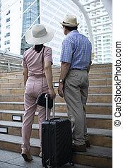 słowo, podróżowanie, reputacja, para, bagaż, patrząc, żonaty, starszy, zabudowanie
