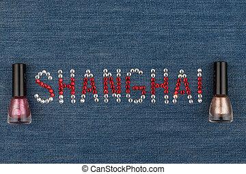 słowo, szanghaj, robiony, od, namiastki kryształu, inkrustował, na, denim., świat, fashion.