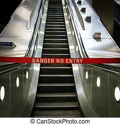saída, ordem, escada rolante
