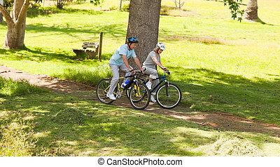 saídas, par, montanha, aposentado, biking