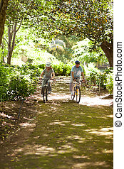 saídas, par, montanha, idoso, biking
