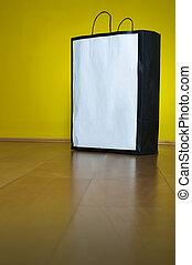 sacchetto spesa, spazio copia, pavimento legno