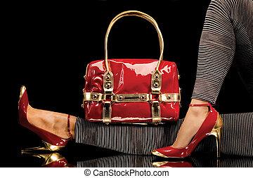 saco, sapatos vermelhos