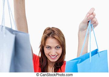 sacolas, adolescente, shopping, segurando, menina sorri