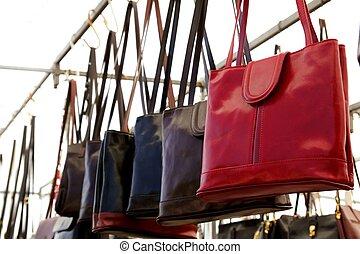 sacolas, filas, em, loja varejo, bolsas, couro, vermelho