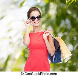 sacolas, shopping mulher, elegante, sorrindo, vestido