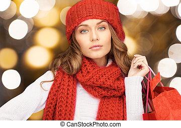 sacs, achats femme, écharpe, tenue, chapeau, rouges