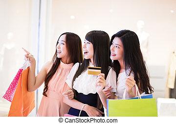 sacs, achats femme, crédit, centre commercial, tenue, groupe, carte, heureux