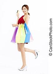 sacs, achats femme, jeune, carte de débit, heureux