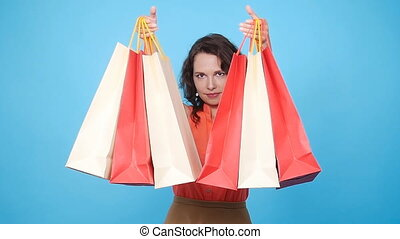 sacs, achats femme, jeune, porter, heureux